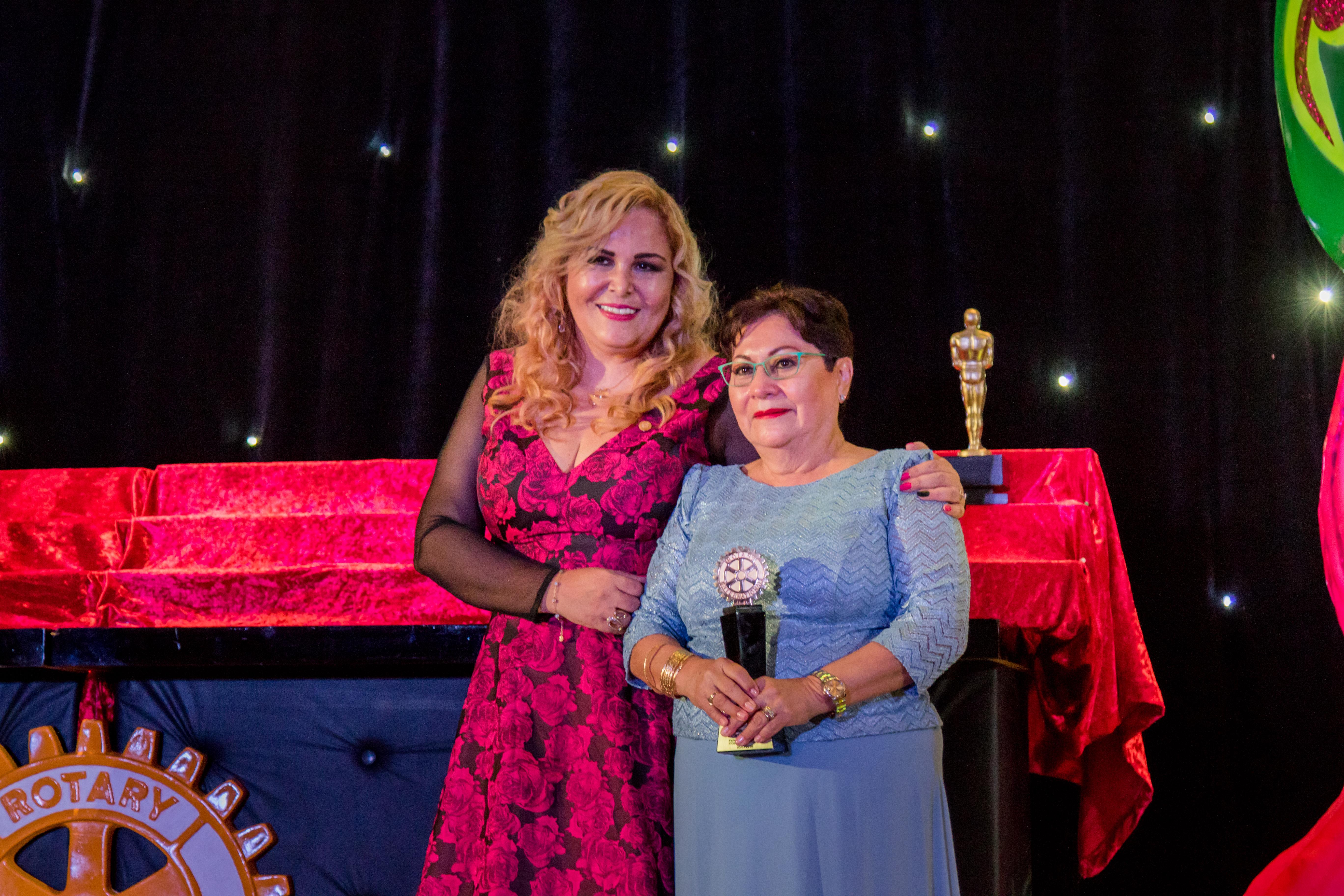 Premian a la Señora Dolores López Lira con el Corazón Rotario 2018